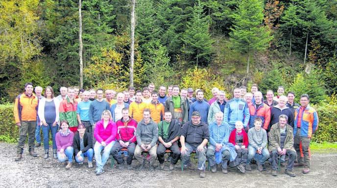 Die Teilnehmer am Landschaftspflegetag in Lierbach erholten sich am Samstagabend nach getaner Arbeit.