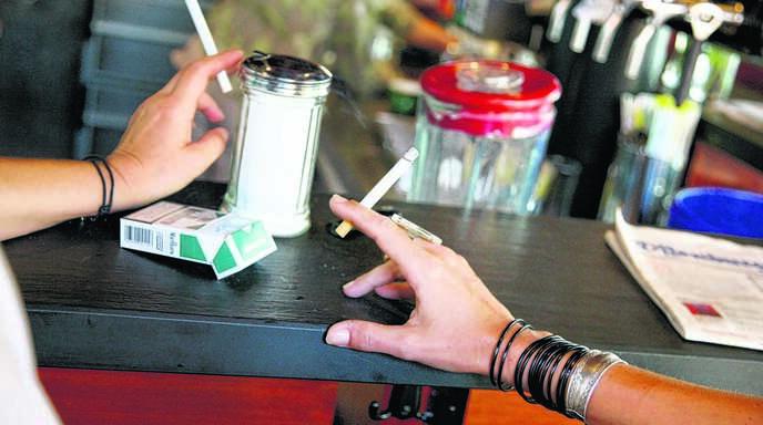 Am Tresen rauchen – das ist seit 2007 nur noch in Gaststätten unter 75 Quadratmetern erlaubt, die keine warmen Speisen servieren. In der Renchtäler Gastronomie kommt das Nichtraucherschutzgesetz gut an.