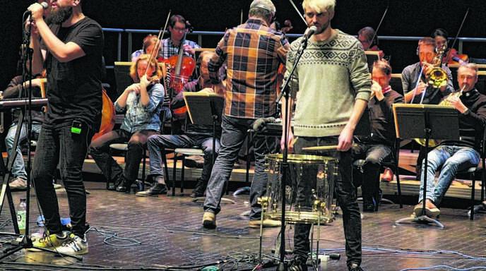 Elektropop trifft auf Streicherklänge: Die Band Colt Silvers und die Orchestermusiker der Straßburger Philharmoniker bei der Generalprobe.