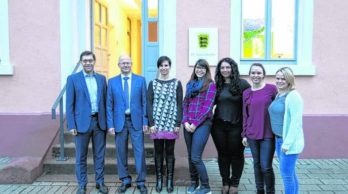 OB Klaus Muttach (links) begrüßte Thomas Kauffer und seine fünf Mitarbeiterinnen in der Illenau.