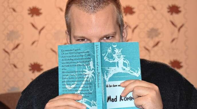 Matthias »Mad« Köninger hat ADHS und nimmt es mit Galgenhumor. Seine Erfahrungen hat er zu einem satirischen Tagebuch verarbeitet.