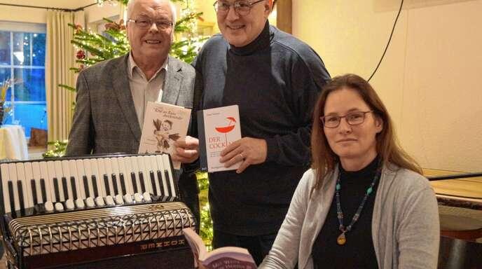Josef Wilhelm, Peter Winter und Ronja Erb (von links) gestalteten die jüngste Lesung des Autorennetzwerks im Bücherhotel Bischenberg.