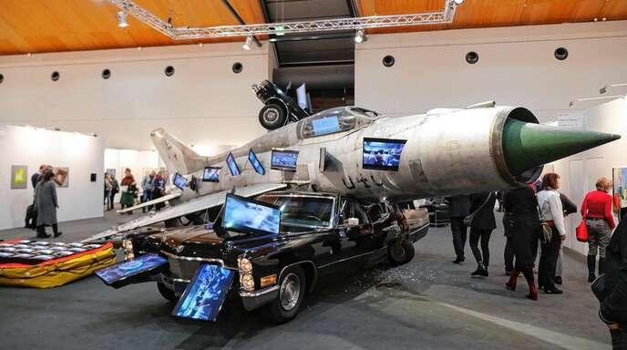 »Ironie des Schicksals«, die Inszenierung einer Weltkatastrophe des Künstlers Bernd Reiter auf der Kunstmesse in Karlsruhe.