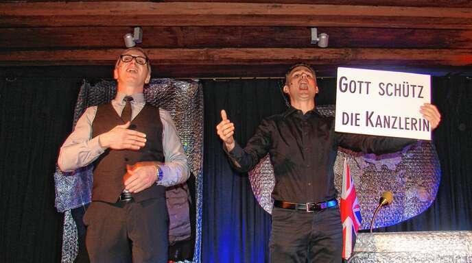 Selbst die britische Hymne wurde von Markus Streubel und Markus Herzer in ihrer James-Bond-Persiflage verulkt.