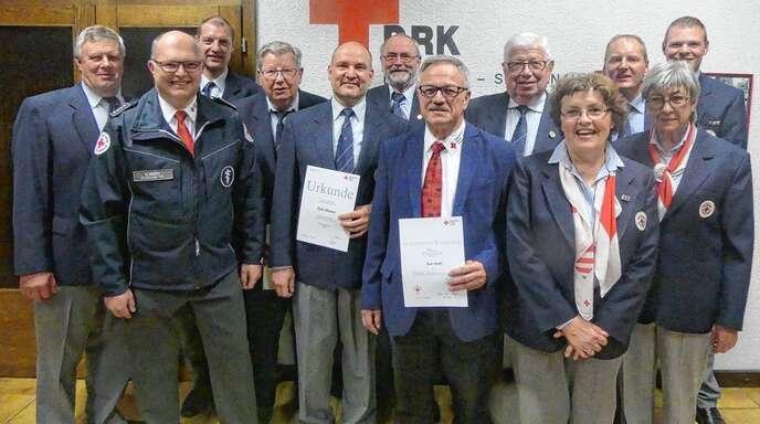 Ehrung beim DRK Meißenheim-Schwanau (v. li.): Hugo Wingert, Martin Meier, Benjamin Herr, Werner Luick (60 Jahre), Dirk Weber (30), Hans Sielaff (45), Kurt Reith (50), Gerhard Schlenker (65), Christa Lechleiter, Florian Kopf (25), Erika Bartkowiak (45) und Dirk Buss.