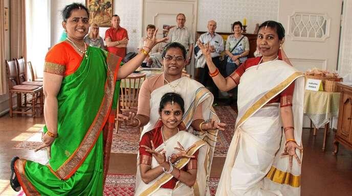 Indische Stripperin Beim Tanzen