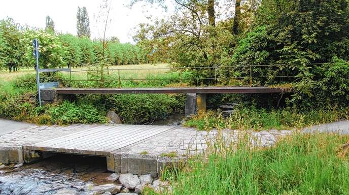 Der Ortschaftsrat will in der nächsten Sitzung über das Schicksal der baufälligen Altensteg-Brücke in Zusenhofen entscheiden. Es geht um Abriss oder Neubau.
