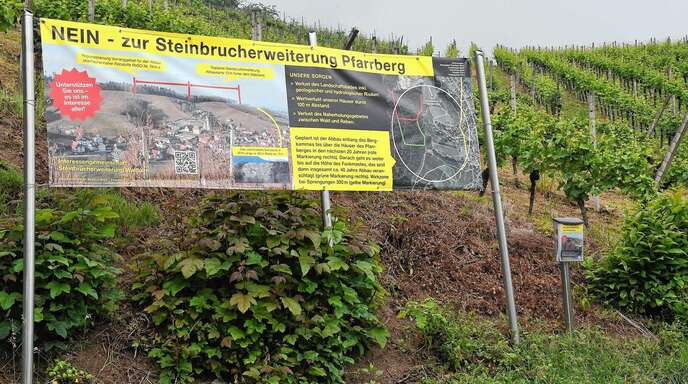 Mit einem Banner vermittelt die Waldulmer Interessengemeinschaft ihre Bedenken gegen die Erweiterung des Steinbruchs Kleinwäldle/Eckelshalde.