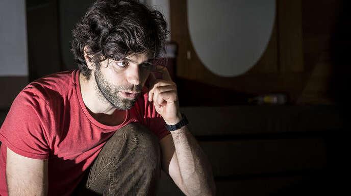 Der ehemalige Schüler und Hauptdarsteller früherer Musicals Giovanni »Gino« Santo, der irgendwann während der Vorstellungen seinen 33. Geburtstag feiert, kehrte als Regisseur für das Projekt »Evita« zurück.