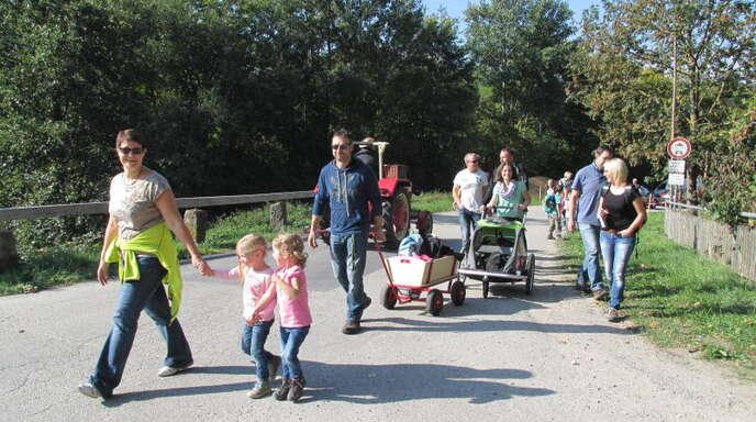 Zahlreiche Familien wanderten am Samstag auf der rund acht Kilometer langen Rundstrecke in Steinach. Für Kinder gab es sogar eine Schnitzeljagd.