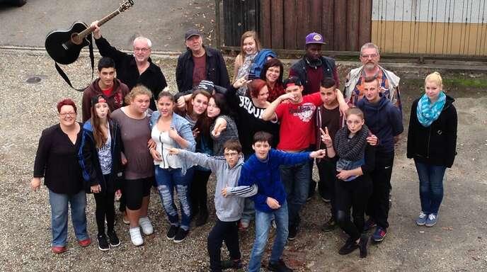 Beim Projekt »Grenzenlos« hatten alle ihren Spaß – die Jugendlichen wie die Erwachsenen. Die Songs stehen im Internet zum Reinhören bereit.