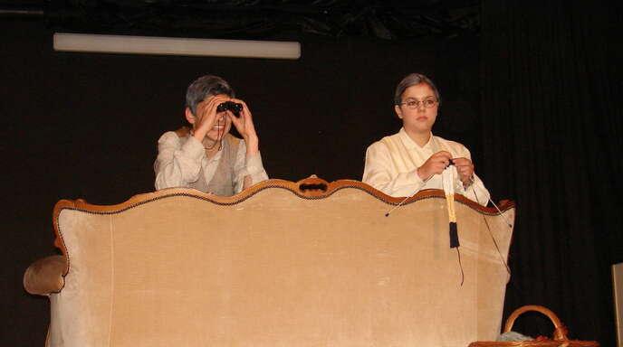 Schwere Kost, die durch die kabarettistische Zuspitzung der Charaktere leichter verdaulich wurde: hier Ramon Kremer und Theresa Zürn.