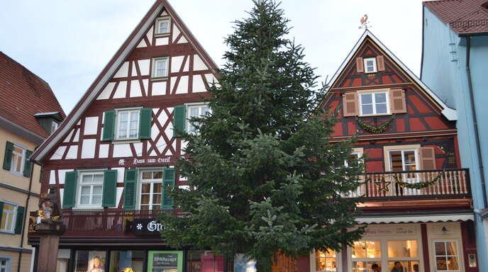 Frisch restauriert ist das Haus Nummer 55 (r.) in der Oberkircher Hauptstraße. 1691, nach dem Pfälzischen Erbfolgekrieg wieder aufgebaut, gehört es zu den ältesten Gebäuden in der Stadt.