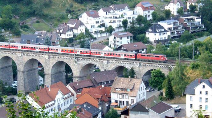 Dieses Bild wird ab Mitte Dezember unter der Woche der Vergangenheit angehören: Die Bahn streicht mit dem neuen Fahrplan die IC-Verbindungen von Montag bis Mittwoch.