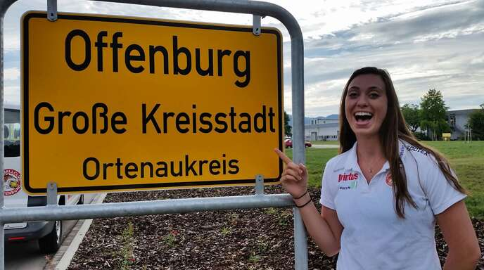 Hat sich offenbar schon mit ihrer neuen Wahlheimat identifiziert: Sarah McKinny, US-amerikanischer Neuzugang des VC Printus Offenburg.
