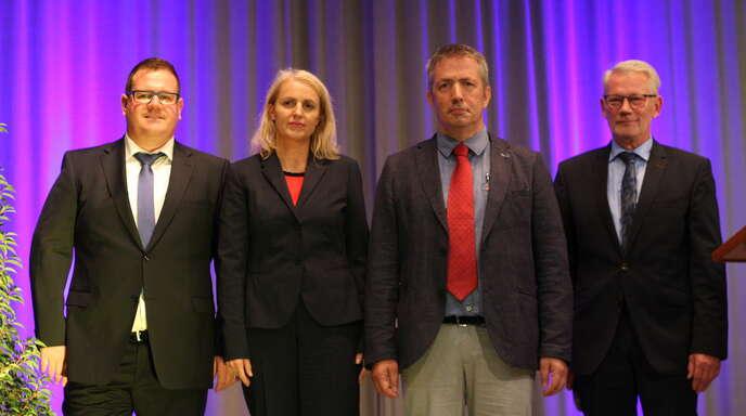 Bürgermeister Karl Burger (von rechts) moderierte gekonnt den Abend und rief zur Stimmabgabe auf. Am 24. September stehen Klaus Armbruster, Helga Wössner und Martin Göhringer zur Wahl.