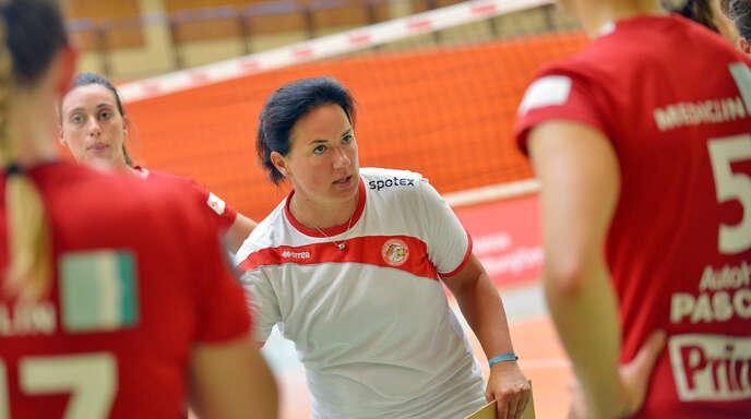VCO-Trainerin Tanja Scheuer fährt nur mit neun Spielerinnen nach Vilsbiburg.