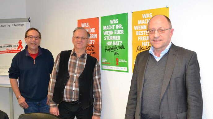Mit einer Kampagne gegen Diskriminierung wollen sie auch Ängste vor HIV abbauen (von links): Jürgen Schwarz, Gerhard Lipps und Ullrich Böttinger.