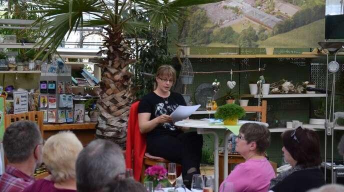 Für viel Spannung sorgte Kirsten Slottke bei der Lesung aus ihren Krimis in »Hetzels Palmengarten«.
