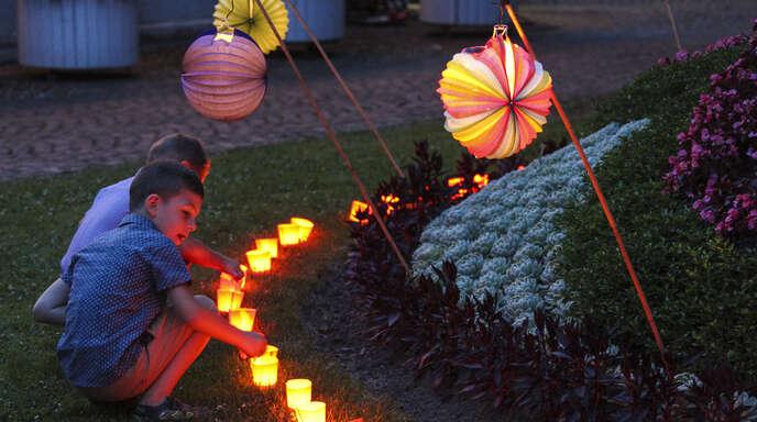 Auch der Nachwuchs hat beim Lichterfest seinen Spaß.
