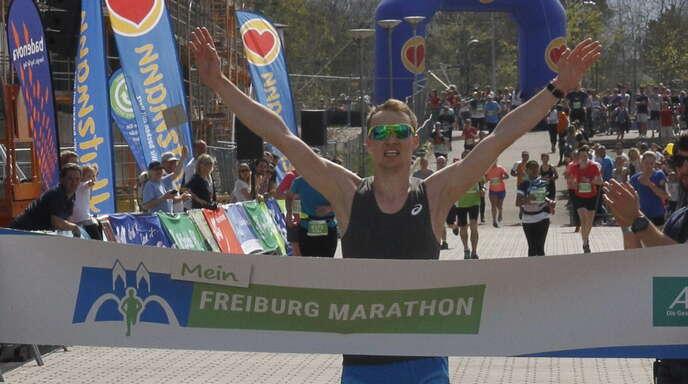 lokalsport leichtathletik naegele gelingt der vierte streich beim freiburg marathon nachrichten. Black Bedroom Furniture Sets. Home Design Ideas