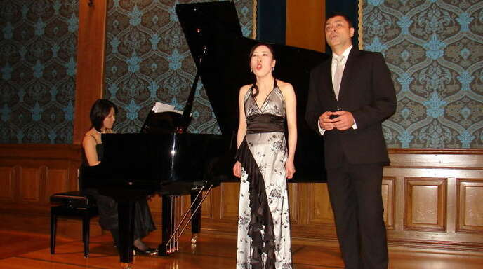 Am Klavier sensibel begleitet von Nanotsu Miyaji begeisterten die Sopranistin Kanae Matsumto und der Bariton Ricardo Bartra mit ihren Gesängen aus italienischen und japanischen Opern die gebannten Zuhörer.