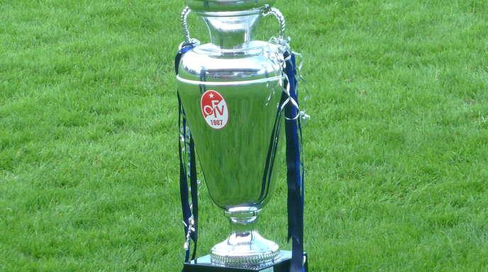 Um diesen Pokal geht es am 29. August im Karl-Heitz-Stadion. Für dieses Turnier wird nun am Samstag eine Wild Card vergeben.