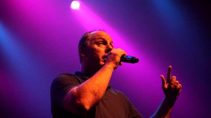 """""""Sanity is a full-time job"""": Dr. Punkrock Greg Graffin beim Konzert in der Straßburger Laîterie."""