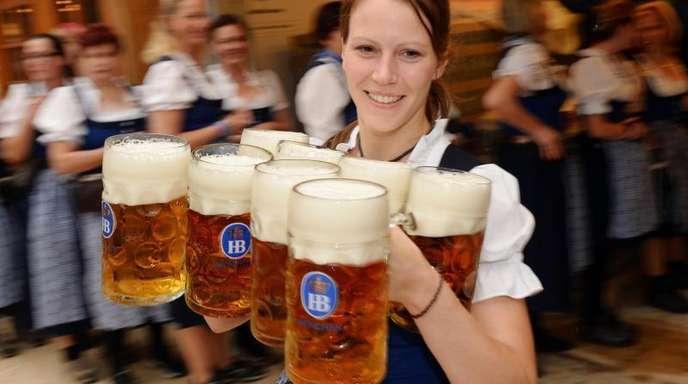Die Bierpreise auf dem Oktoberfest steigen.