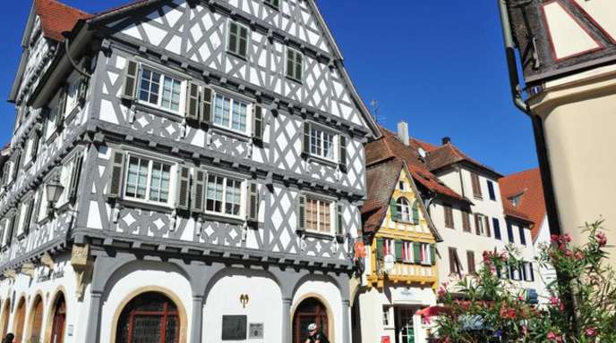 Auf einem Volksfest in der Fachwerkstadt Schorndorf ist es am Wochenende zu Krawallen und sexuellen Übergriffen gekommen.
