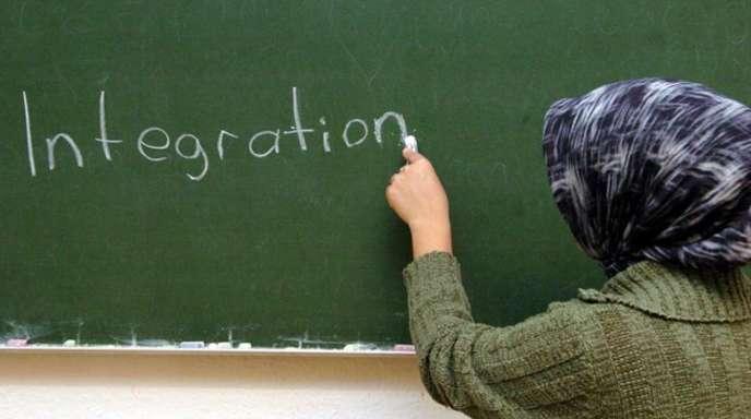 Die Studie «Muslime in Europa - Integriert aber nicht akzeptiert?» zeigt, dass Muslime hierzulande im Schnitt früher Deutsch sprechen als ihre Glaubensbrüder in Österreich.