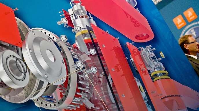 Schnittbild eines Getriebes auf der Messe in Hannover: Die Auftragslage in den Industriebetrieben hat sich bereits den dritten Monat in Folge verbessert.