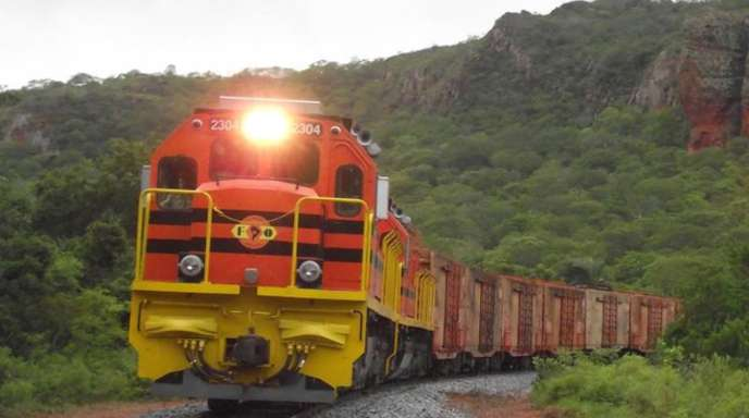 """Ein Zug mit Sojabohnen fährt von Brasilien nach Santa Cruz in Bolivien. An dieser Schienenstrecke würde der künftige """"Ozean-Zug"""" anschließen."""