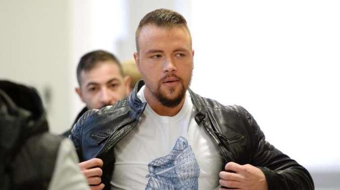 Der deutsche Rapper Kollegah (r) zahlt nun doch eine Geldstrafe von 18 000 Euro für den Angriff auf einen Konzertbesucher.
