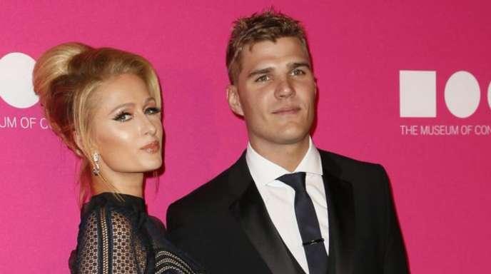 Das US-Sternchen Paris Hilton und ihr Verlobter Chris Zylka.
