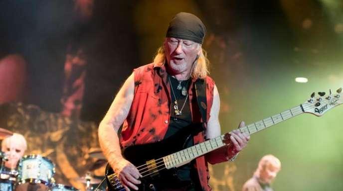 Bassist Roger Glover von Deep Purple 2017 in der Olympiahalle in München.