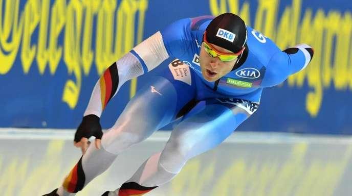 Der deutsche Eisschnellläufer Nico Ihle in Aktion.