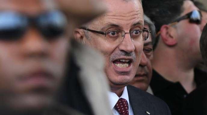 Rami Hamdallah inmitten siner Leibwächter.
