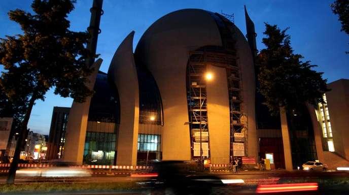 Moschee in Köln. Zum Ramadan laden die Islamverbände wieder allabendlich in die Moscheegemeinden ein.