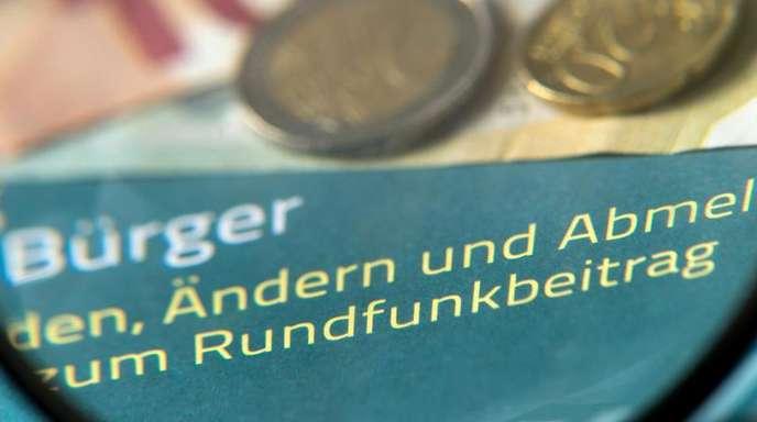 Das Bundesverfassungsgericht in Karlsruhe verhandelt zwei Tage lang darüber, ob der Rundfunkbeitrag für die öffentlich-rechtlichen Rundfunkanstalten zulässig ist.