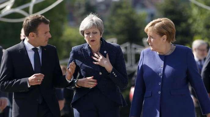 Emmanuel Macron, Theresa May und Kanzlerin Merkel unterhalten sich beim Treffen der EU-Staats- und Regierungschefs in der bulgarischen Hauptstadt Sofia.