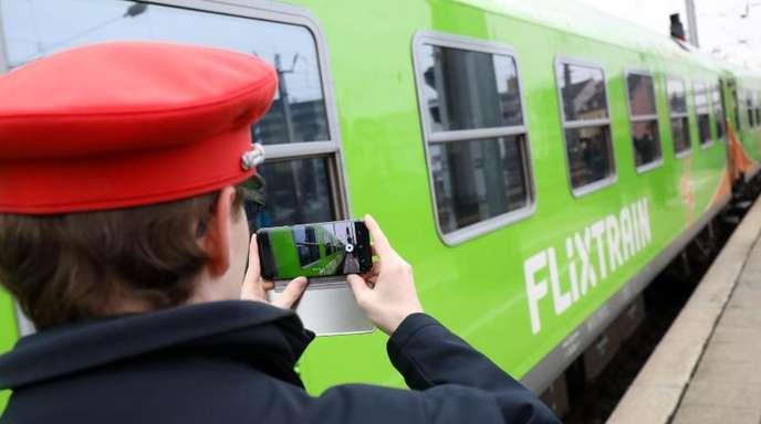Die Premierenfahrt des Fernzugs Flixtrain von Hamburg nach Köln im vergangenen März.