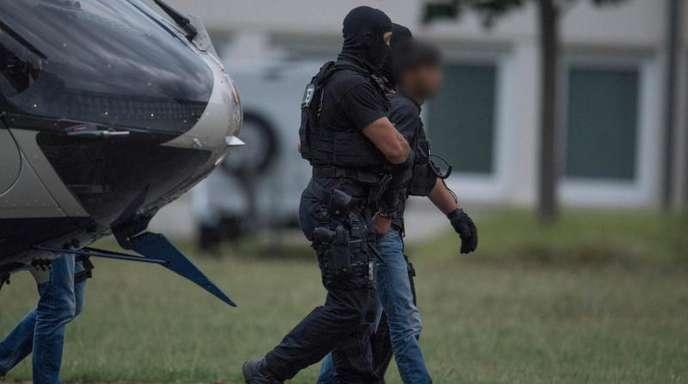Kurdische Sicherheitskräftehatte Ali B. am Samstag deutschen Polizeibeamten übergeben, die ihn zurück nach Deutschland geleiteten.