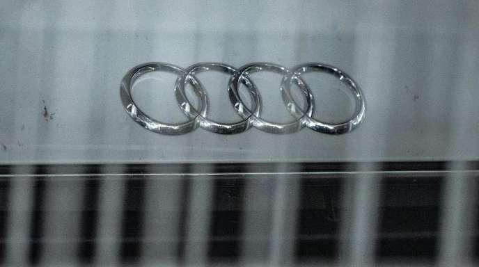 Hinter Gitter:Ein Audi steht in einem Parkhaus hinter einem Metallzaun. Audi-Chef Stadler wurde im Zuge des Abgasskandals wegen Verdunkelungsgefahr in U-Haft genommen.