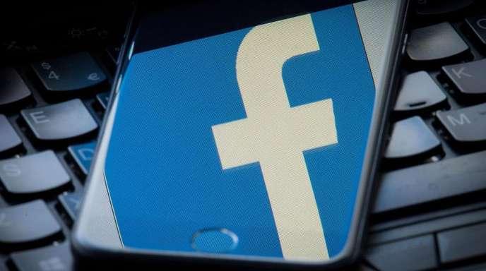 Facebook war zusammen mit der umstrittenen Datenanalysefirma Cambridge Analytica im Fokus der Ermittlungen.