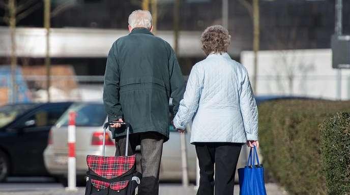Laut einem Medienbericht liegt fast jede zweite Altersrente in Deutschland unter 800 Euro im Monat.
