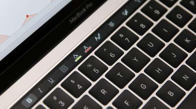 In den vergangenen Monaten hatten Profi-Nutzer zunehmend kritisiert, dass die teureren Pro-Versionen der Apple-Computer nicht die neuesten Prozessoren haben.