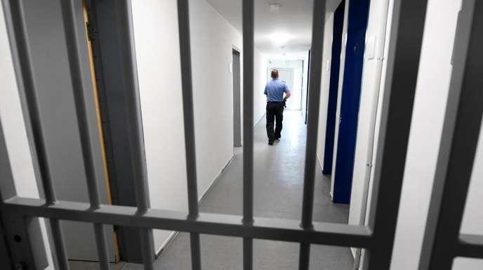Der in Bochum lebende frühere Leibwächter des getöteten Terrorchefs Osama bin Laden ist festgenommen worden und sollte abgeschoben werden.