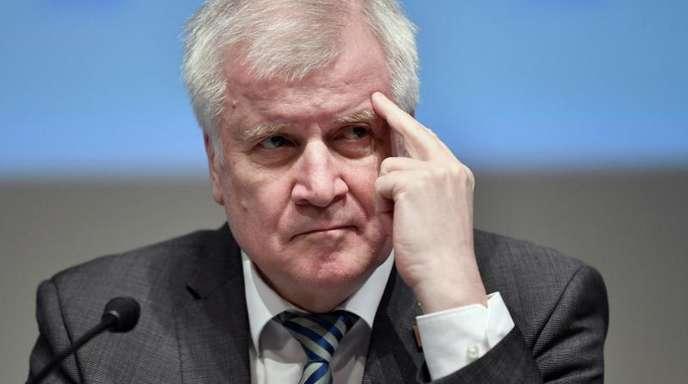 Nach einer Umfrage nimmt die Zustimmung in der Bevölkerung von Innenminister Horst Seehofer (CSU) ab.