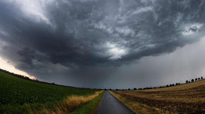 Eine Unwetterfront zieht im Landkreis Hildesheim auf.